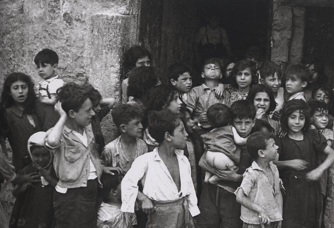Archivio Carbone. Lanciato crowdfunding per salvare 500 mila immagini di Napoli