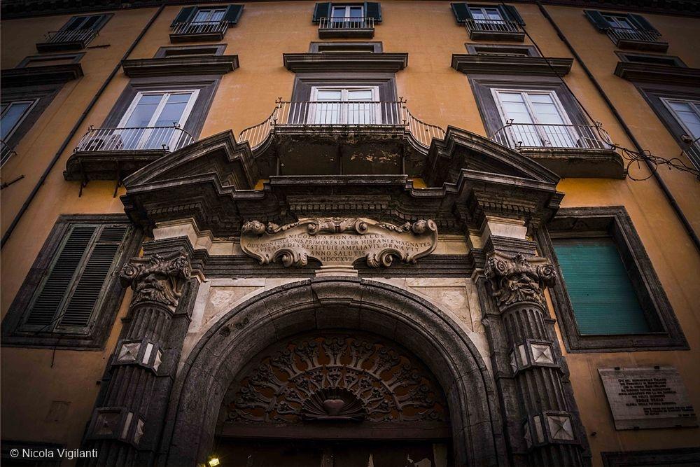 Palazzo Pignatelli, Vigilanti