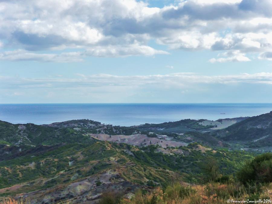 Calabria - Salendo verso Mandatoriccio (Cosenza), veduta della costa jonica dalle colline della pre-Sila Greca – Ph. © Ferruccio Cornicello
