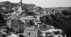 Matera. Un sogno di pietra in bianco e nero: immagini di Alex Scarcella, testo di Cesare Malpica