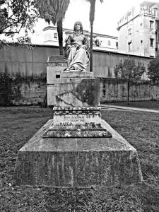 Un'immagine del monumento funerario di Mary Somerville, Cimitero degli Inglesi, Napoli