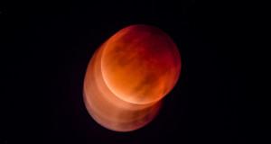 La Superluna Rossa vista da Sud, nelle immagini di Ferruccio Cornicello
