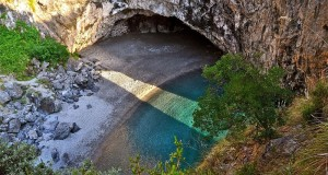 Arcomagno, un paradiso da difendere: un progetto comunale per la messa in sicurezza. Lanciata la petizione per la candidatura al Patrimonio Unesco