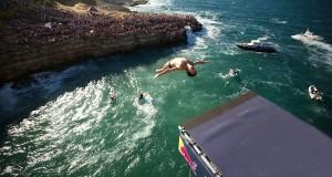Polignano a Mare regina dei tuffi: torna in Puglia la Red Bull Cliff Diving World Series