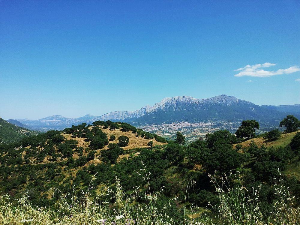 Monti di Oliena (Nuoro), in Barbagia - Ph. Max.oppo   CCBY-SA3.0