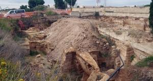 Scoperti a Bari i resti di un vasto villaggio ipogeo nel cantiere di un tracciato ferroviario. Quelle scelte che calpestano la Storia