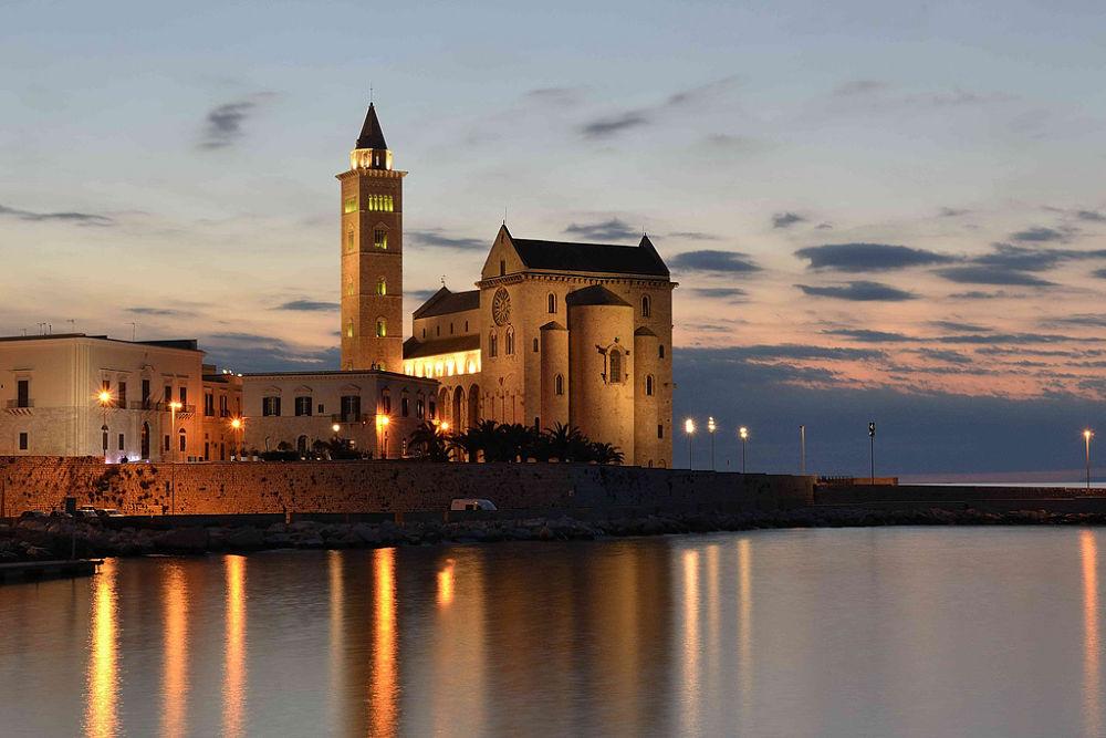 Puglia - Cattedrale di Trani sul mare - Ph. Gaetano Sabato | CCBY2.0
