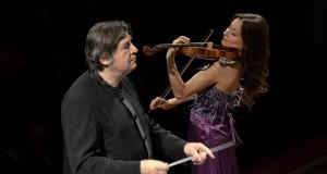 Brillante debutto per la nuova Stagione Sinfonica del Petruzzelli. Orchestra in gran forma, ovazioni per Neuhold e Steinbacher