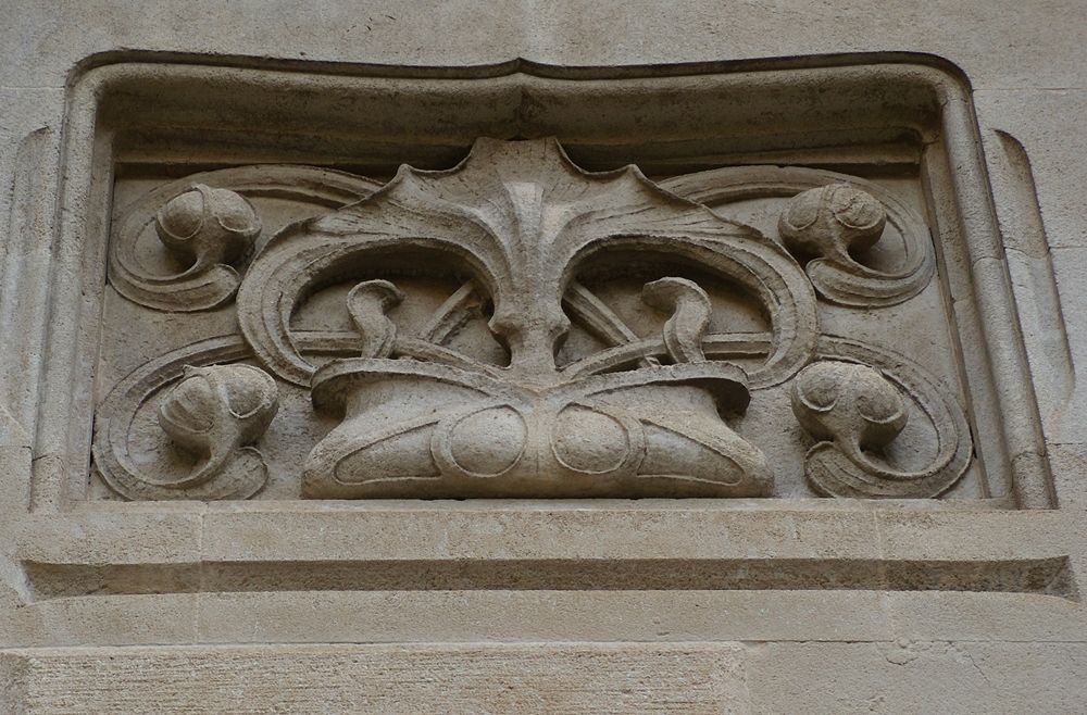 Part. della decorazione in pietra sul muro esterno, Villino Florio, XX sec., Palermo - Ph. Sicilarch | CCBY-SA3.0