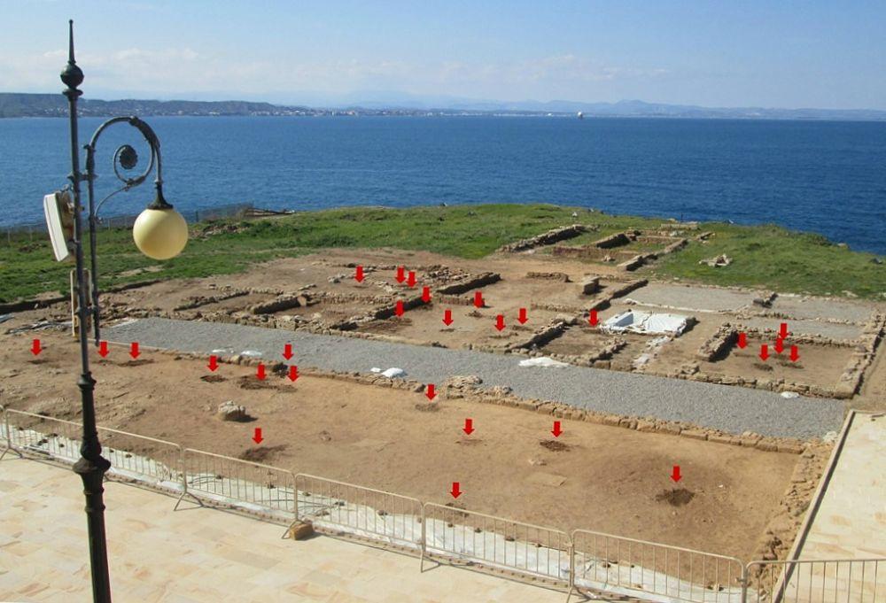 5. Buche da scavi clandestini nel parco archeologico di Capo Colonna (Kr) - Ph. © Margherita Corrado