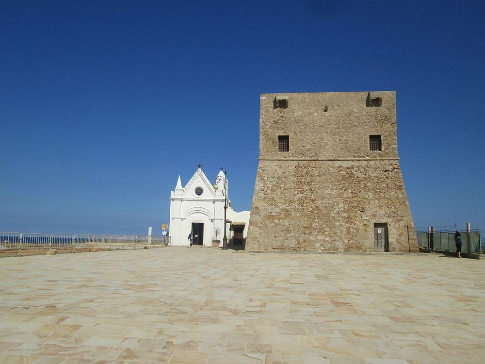 Calabria - Santuario della Madonna di Capo Colonna e Torre cinquecentesca - Ph. © Margherita Corrado