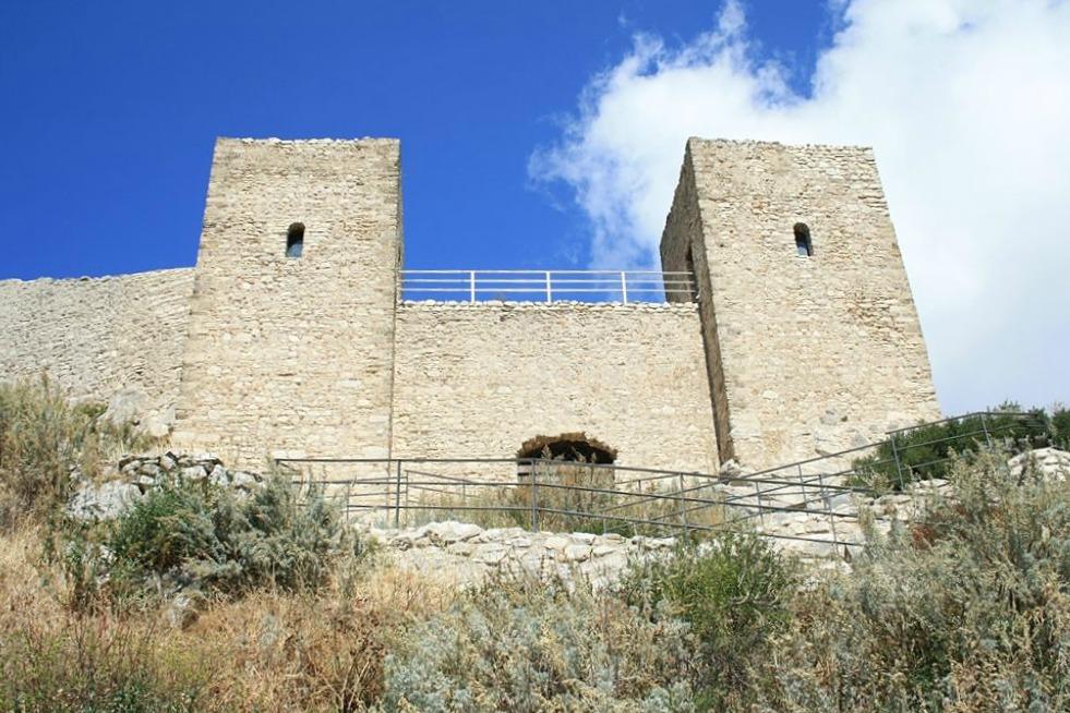 Portale e Torri del Castello di Sant'Aniceto, Motta San Giovanni - Ph.  Cirimbillo | CCBY3.0
