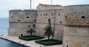 Scoperta archeologica a Taranto: da sotto il Castello Aragonese spunta un triglifo del tempio greco di Poseidone