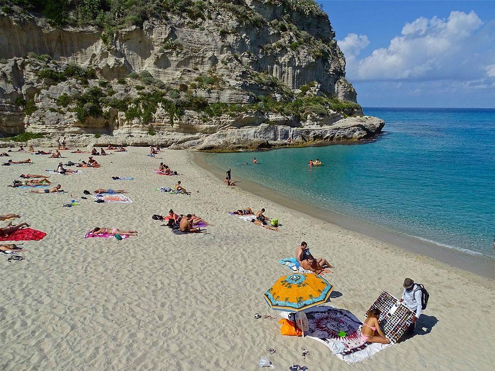 3 ottobre 2016: turisti stranieri in spiaggia a Tropea (Vibo Valentia) - Ph. © Stefano Contin