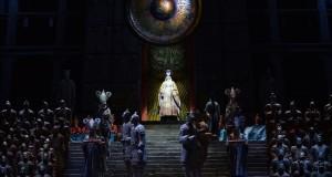 Turandot: a Bari l'opera pucciniana nell'affascinante lettura di De Simone