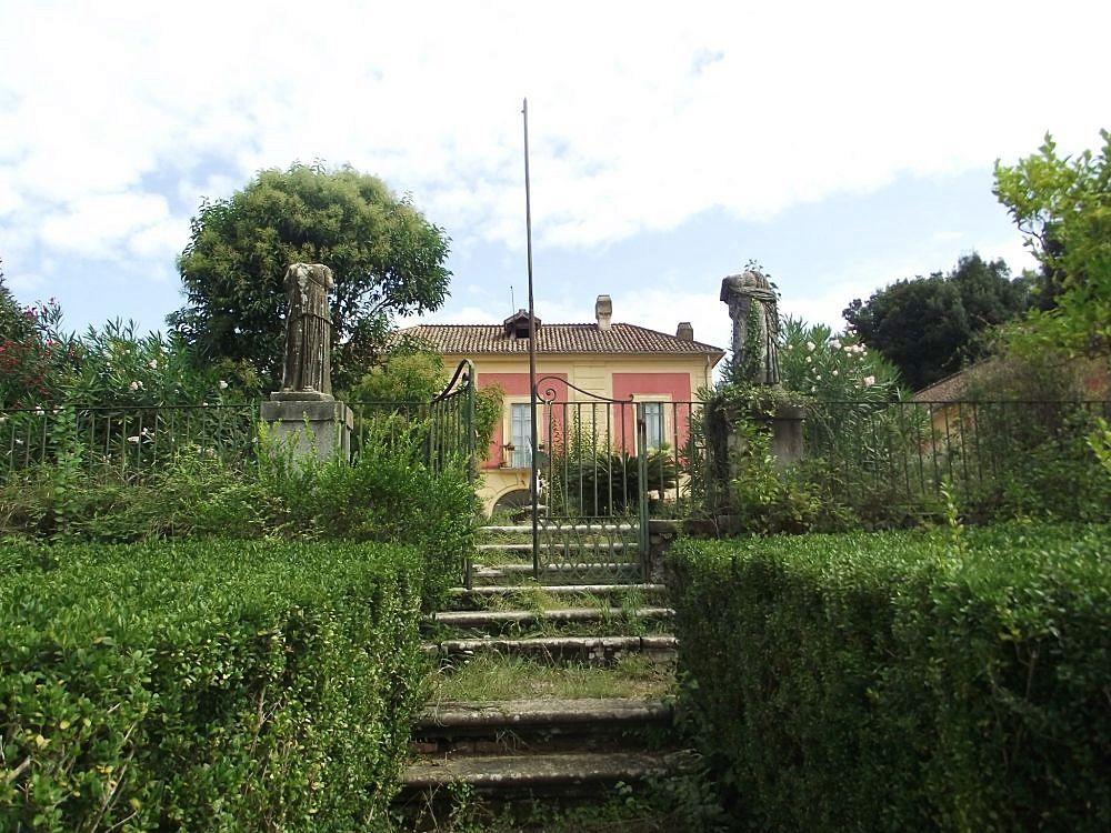 Casina dei Borboni nella Reale Tenuta di San Silvestro, Caserta - Ph. Gianmaria95 | ccby-sa3.0
