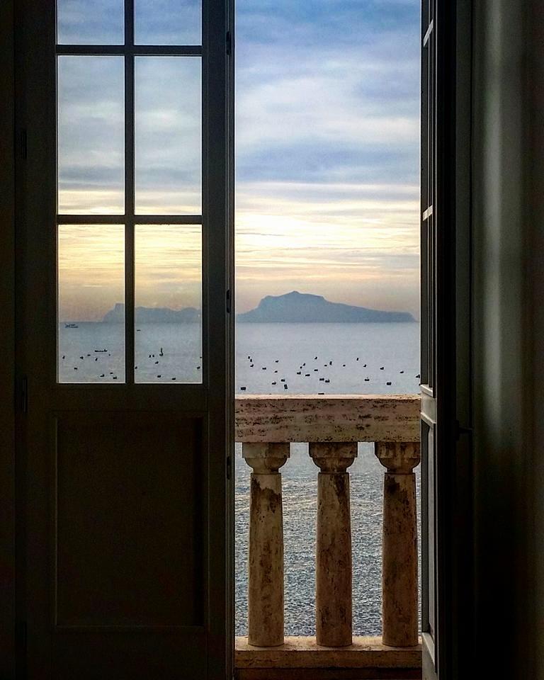 L'isola di Capri vista da Napoli - Ph. © Laura Noviello