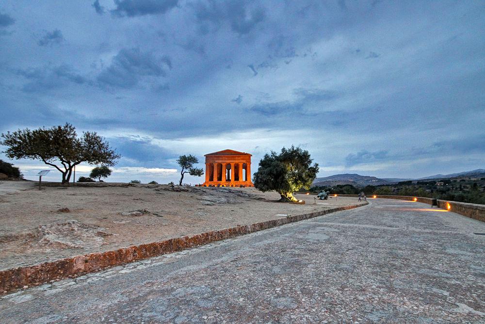 Scorcio della Valle dei Templi di Agrigento con il Tempio della Concordia - Ph. CocumbeLibre - ccby2.0