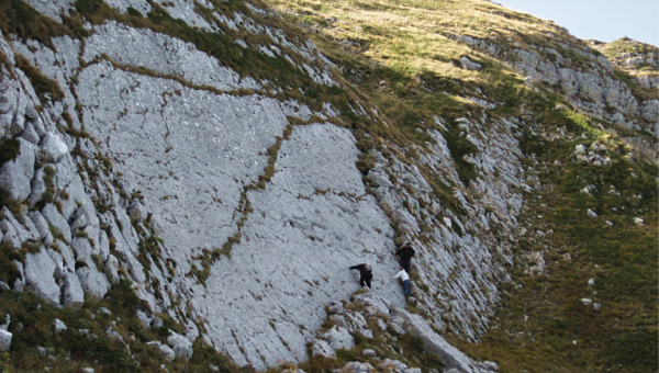 The calcareous scarp of Monte Cagno, the place where the footprints were discovered - Ph. INGV