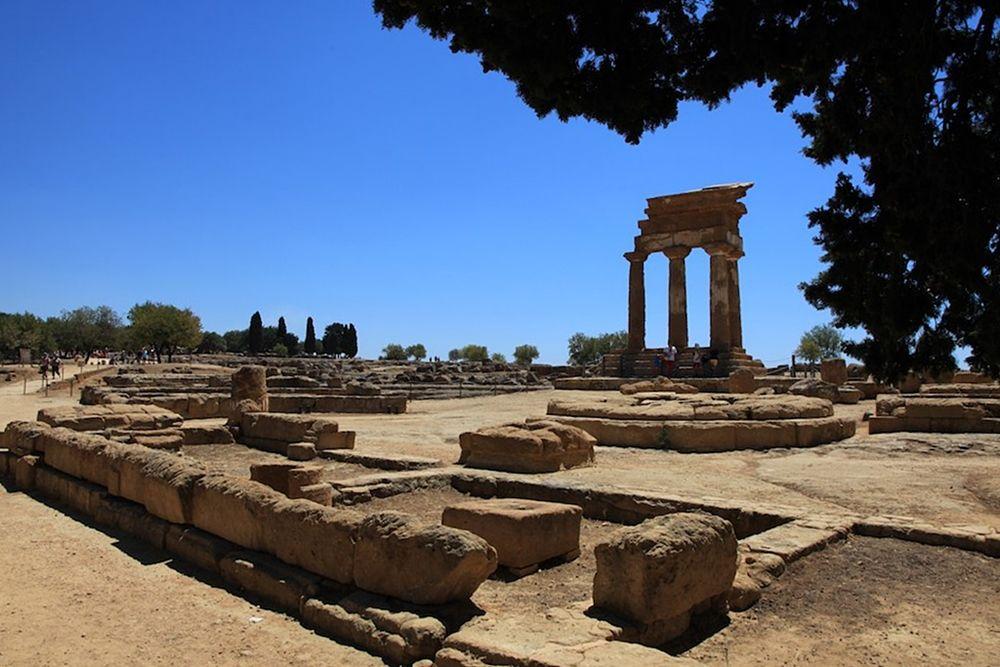 Resti del Tempio dei Dioscuri, Valle dei Templi, Agrigento, V sec. a.C. - Ph. Francesca Cappa | ccby2.0