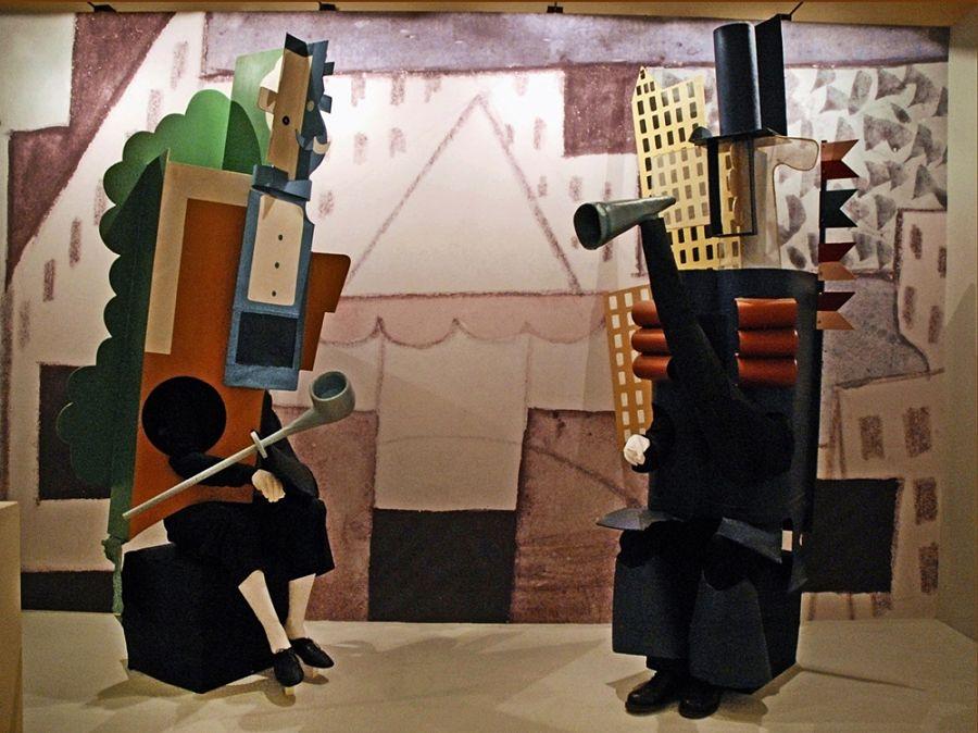 """Costumi """"cubisti"""" per i personaggi dei due Managers, Parade, 1917 - Ph. Jean Pierre D'Albéra"""