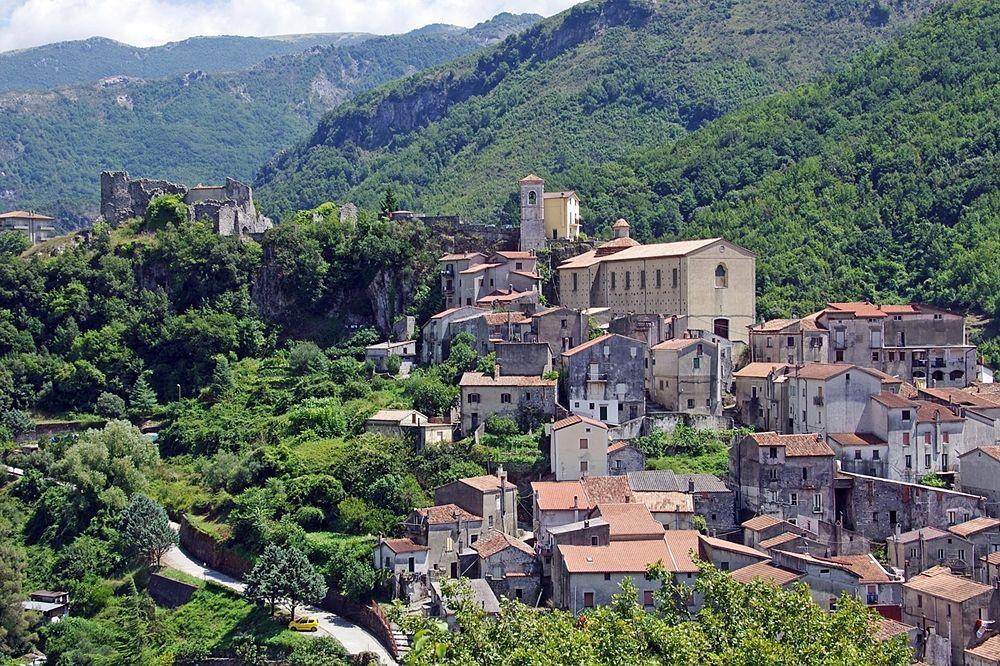 Il borgo calabrese di Papasidero (Cosenza), ubicato all'interno del Parco Nazionale del Pollino