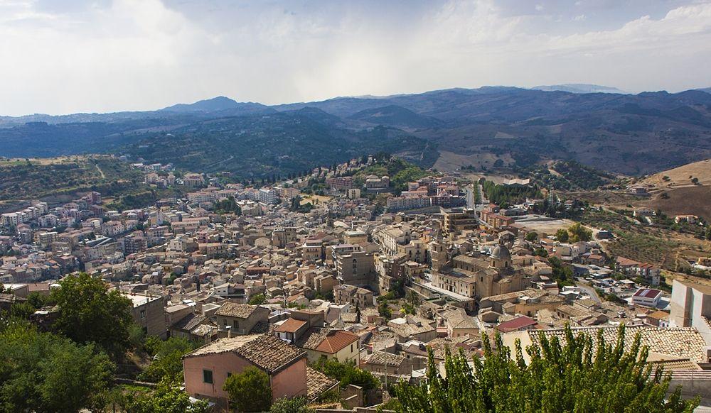 Panorama_di_Agira_opt