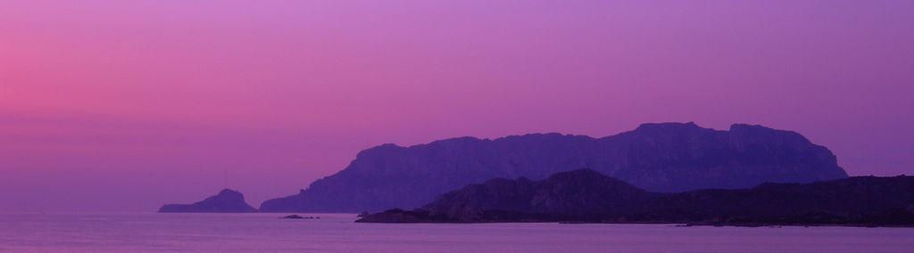 Veduta dell'Isola di Tavolara al tramonto - Ph. Gaspar Torriero | ccby-sa2.0