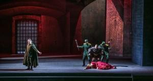 Al Petruzzelli di Bari calorosa accoglienza per il Trovatore di Verdi diretto da Palumbo
