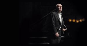 L'eleganza e il rigore. Trionfo per Maurizio Pollini in concerto al Petruzzelli di Bari