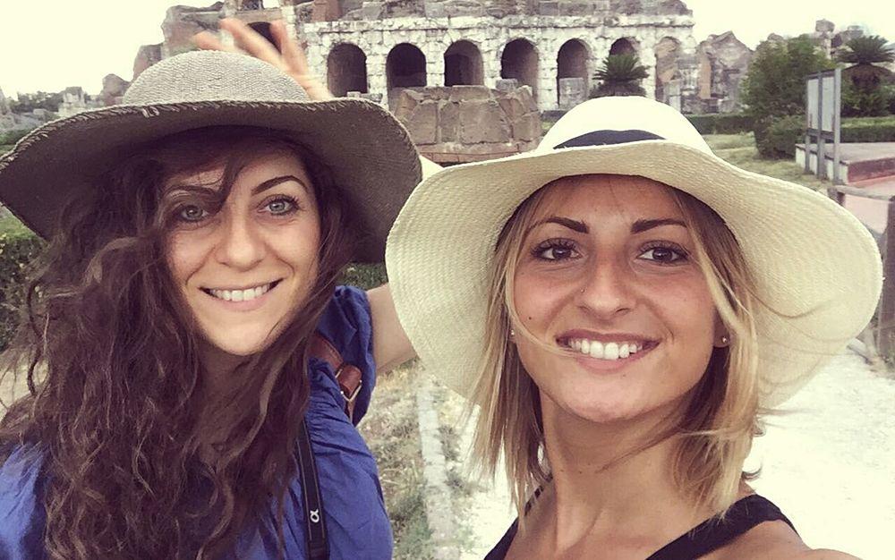 Selfie per Valentina Barile (a sin.) e Federica Di Maio