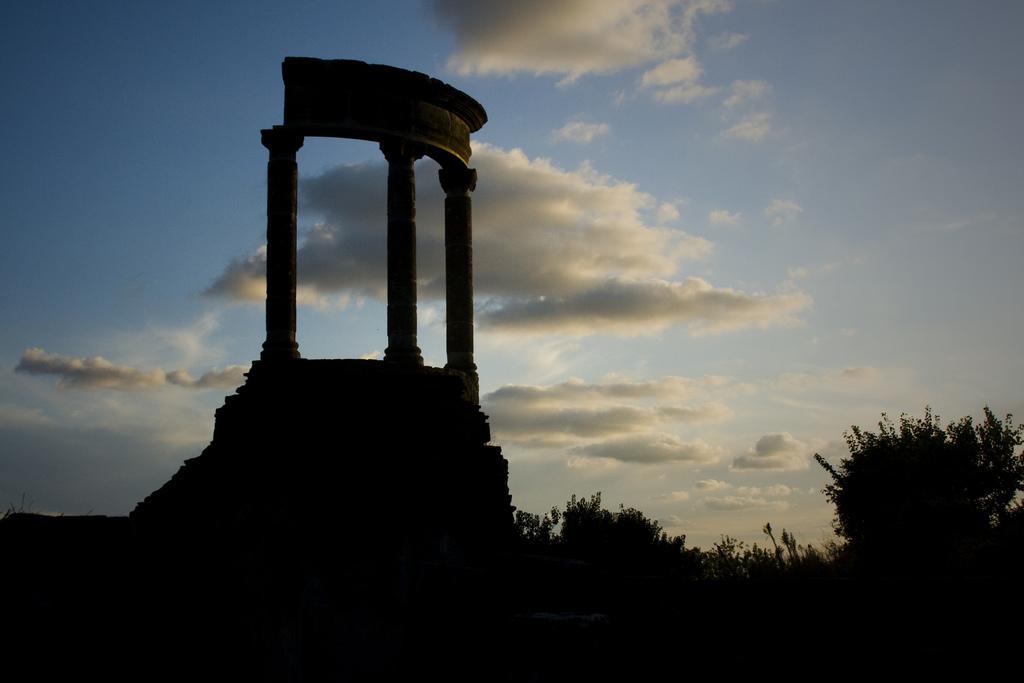 Scorcio di Pompei all'imbrunire - Ph.