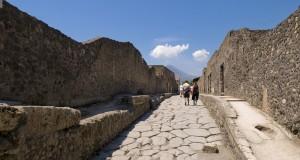 Pompei, una città che continua a vivere. Testo di Roberta De Luca