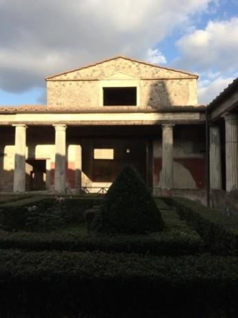 Scorcio del peristilio della Casa dei Vettii - Ph. Bart Linssen | ccby-nd2.0