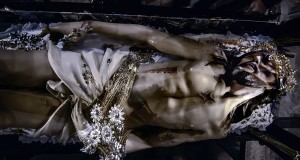 Venerdì Santo a Ferrandina, gli Ori del Cristo morto: le prime suggestive immagini di un rito secolare