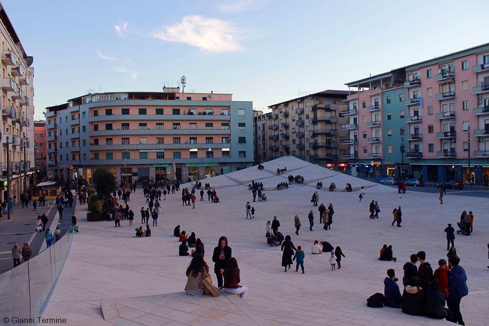 Scorcio di Piazza Bilotti, Cosenza -  Ph. © Gianni Termine