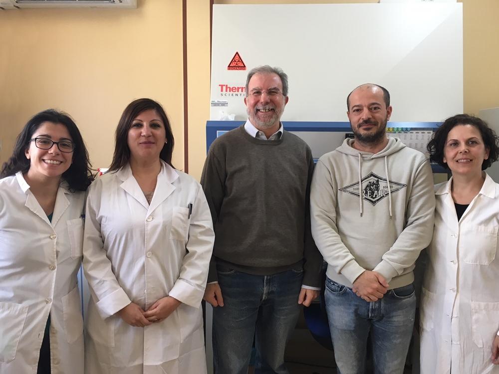 Una parte del gruppo di ricerca. Da sinistra: Angela Corona, Francesca Esposito, Enzo Tramontano, Pierluigi Cortis e Cinzia Sanna