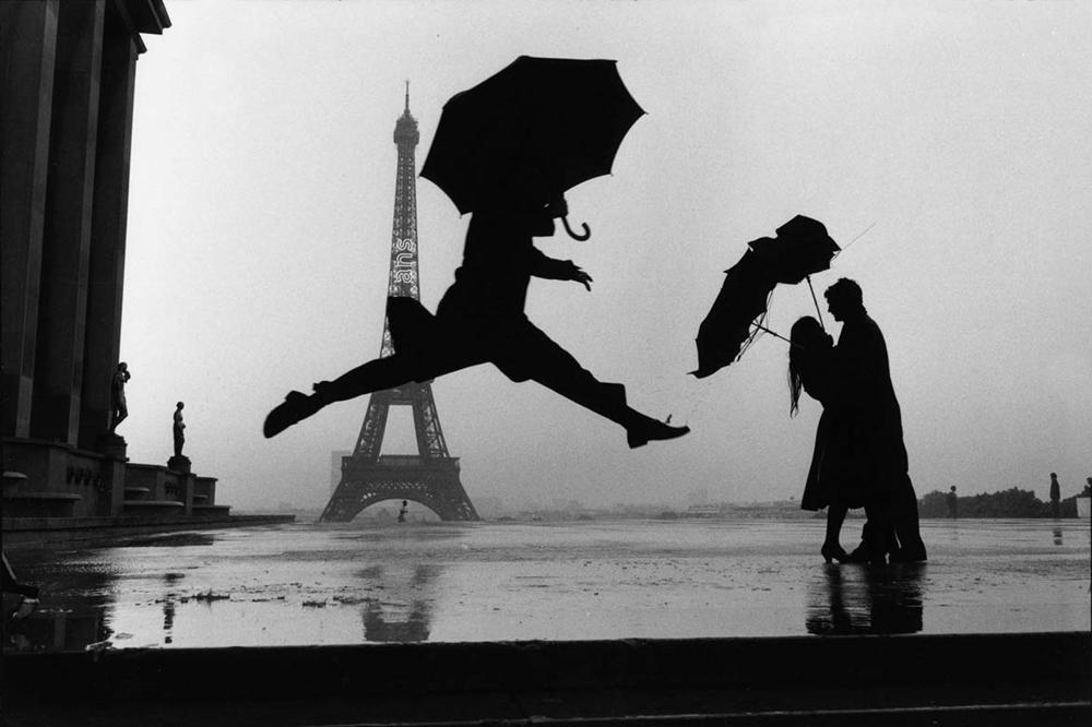 France, Paris, 1989. © Elliott Erwitt/MAGNUM PHOTOS