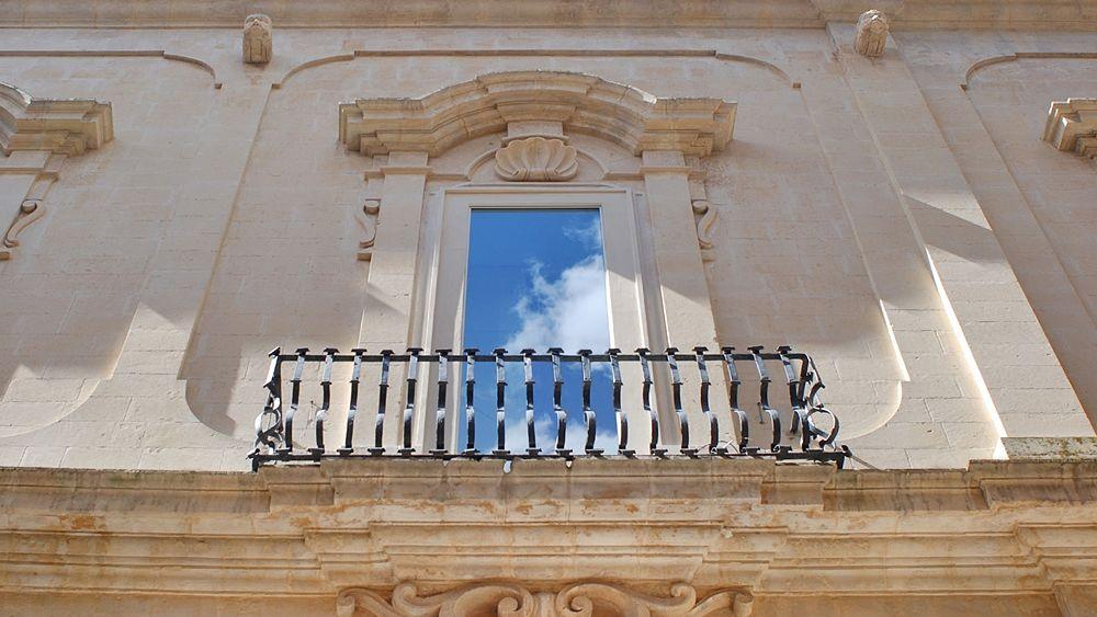 Scorcio della facciata di Palazzo Bozzi Corso, XVIII sec.