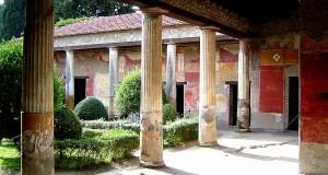Nuove scoperte a Pompei: ritrovati tre cavalli e i balconi intatti di un vicolo della città vesuviana