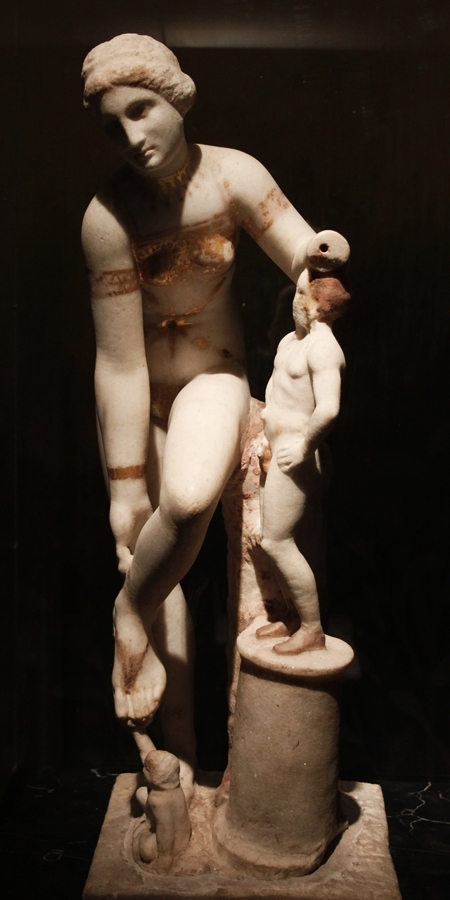 La Venere in bikini, marmo, I sec. a.C. - I sec. d.C. - Museo Archeologico Nazionale - Image by MANN