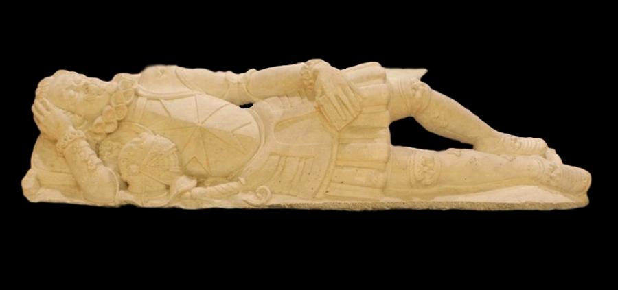 La statua sepolcrale del cavaliere Giuseppe Monsolini proveniente dall'eremo di Maria della Consolazione, Reggio Calabria