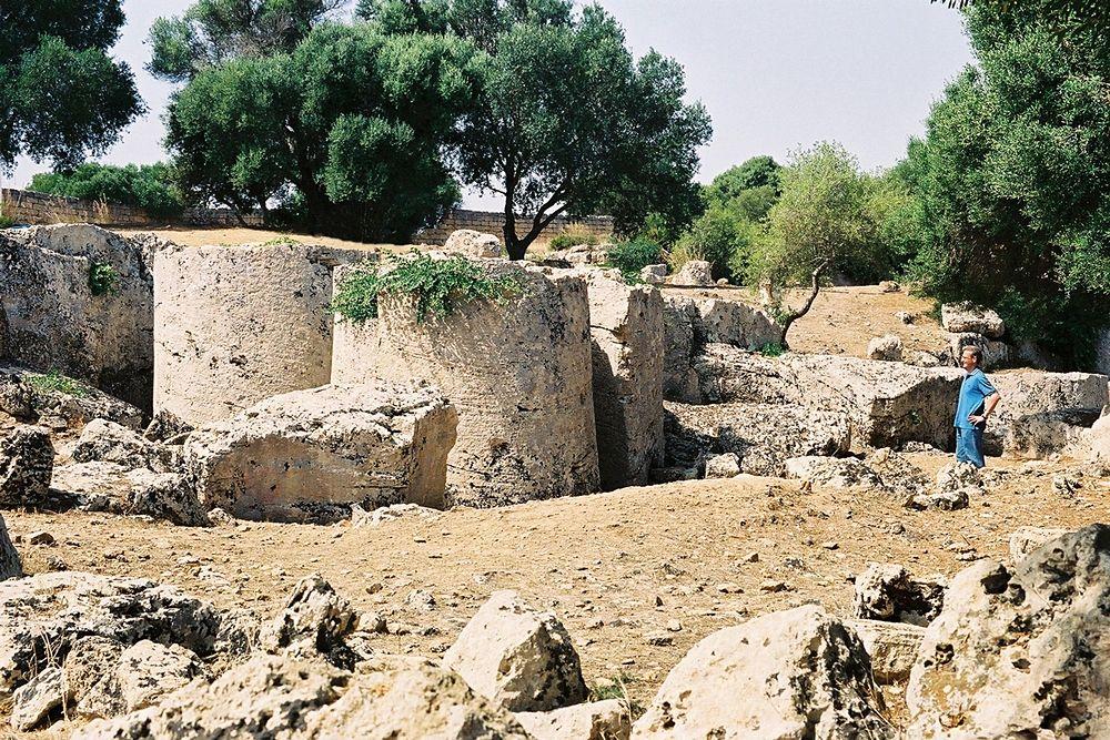 Cave di Cusa, colonne in lavorazione destinate a Selinunte, Campobello di Mazara (Trapani) - Ph. Bjs | | ccby-sa2.5
