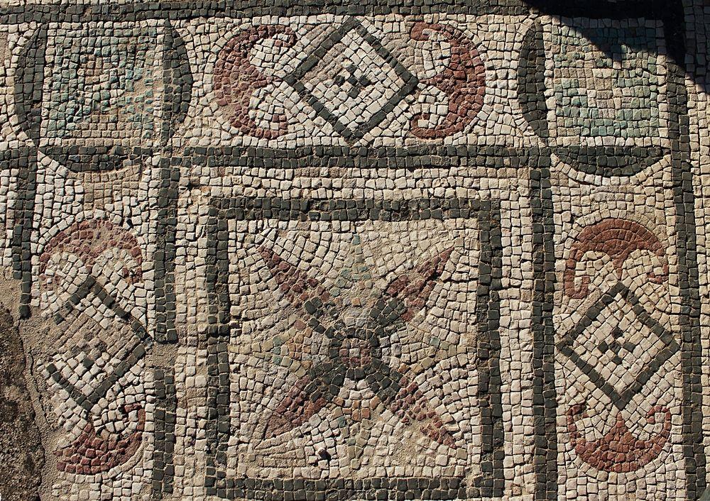 Uno dei mosaici della villa romana di Larderia, Roggiano Gravina (Cs) – Ph. © Gianni Termine