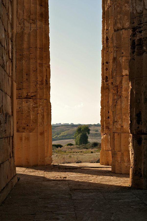 Scorcio di paesaggio selinuntino dal colonnato del Tempio di Hera - Ph. Mingo Hagen | ccby2.0