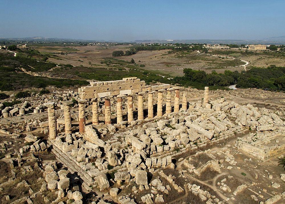 Visione aerea del Tempio C, o tempio di Apollo, Parco Archeologico di Selinunte - Ph. Jochen Reinhard | ccby3.0