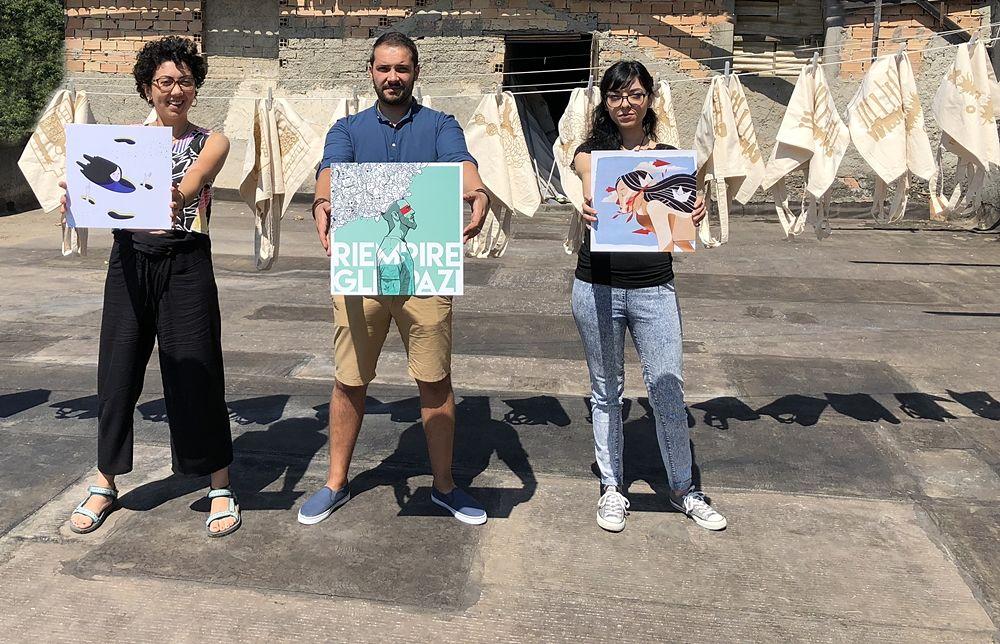 Sul rooftop del Lanificio Leo i tre vincitori della 1a edizione del contest di illustrazione di Cose Belle Festival – creatività e design:  Giuseppe Talarico, Carla Tomaino e Cristina Muto