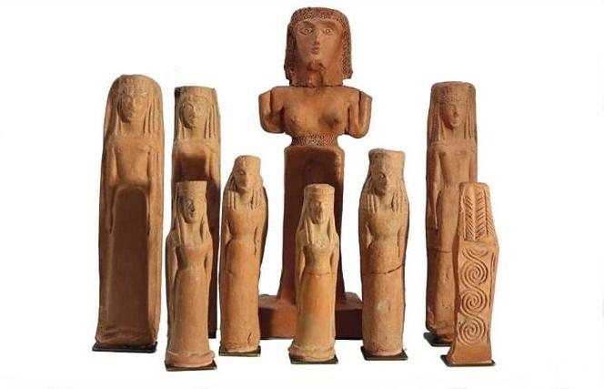 Figure votive in terracotta di divinità femminile, identificata con Athena
