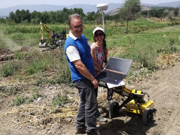 I geologi Carmine Nigro e Francesca Lucieri al lavoro col georadar - Image by Geomeda & engineering