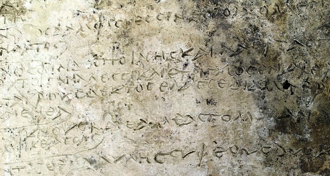 Particolare della tavoletta con brano dell'Odissea di Omero